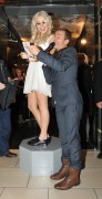 Nov 20, 2010 - Pixie Lott - Switching on Xmas Lights - Lakeside Shopping Centre in Essex 18e2fb108405168